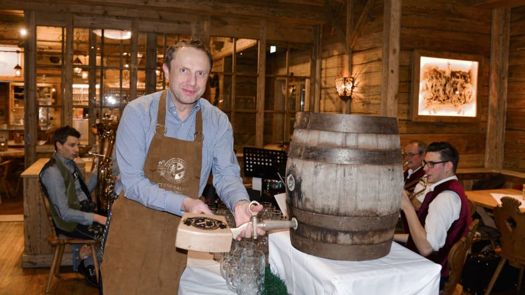 Draught beer tapping at the Bavarian evening